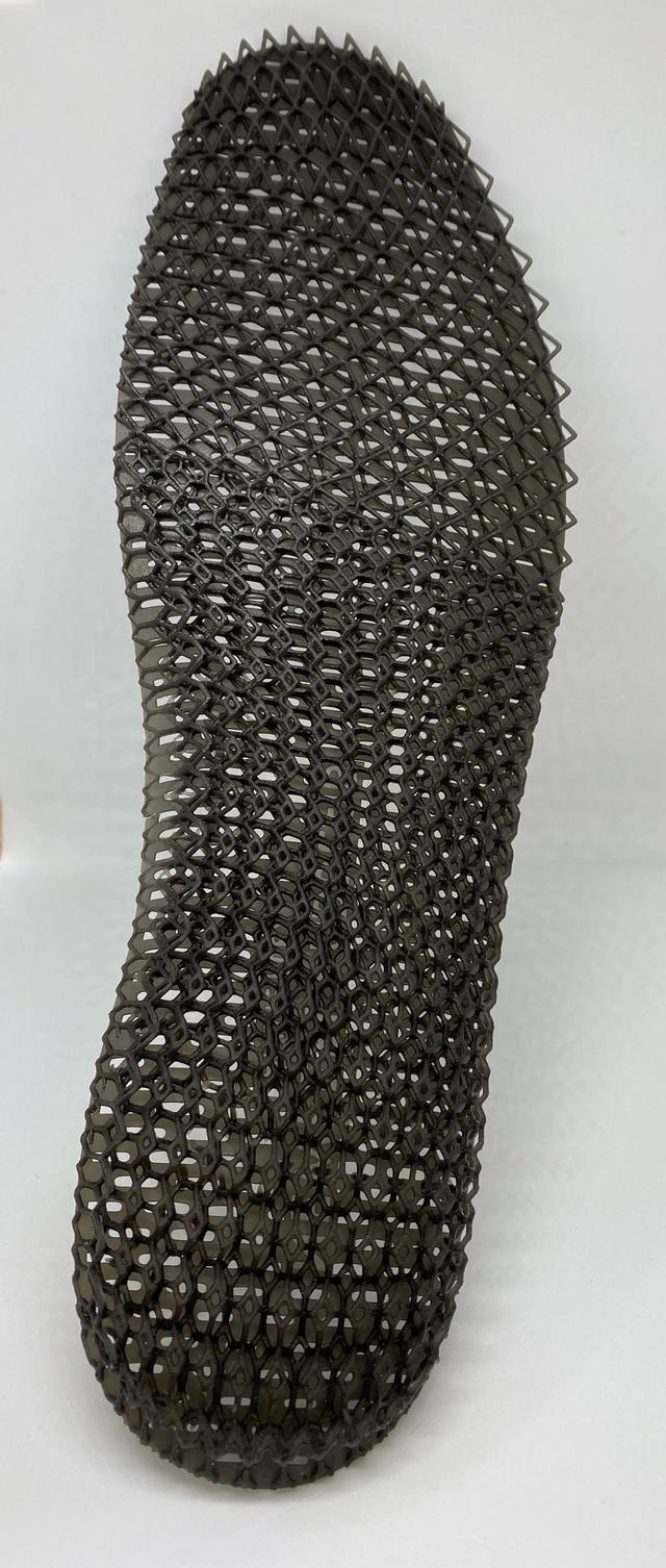 Figure 4 RUBBER-BLK 10를 사용해 3D 프린트된 Decathlon 신발의 인솔